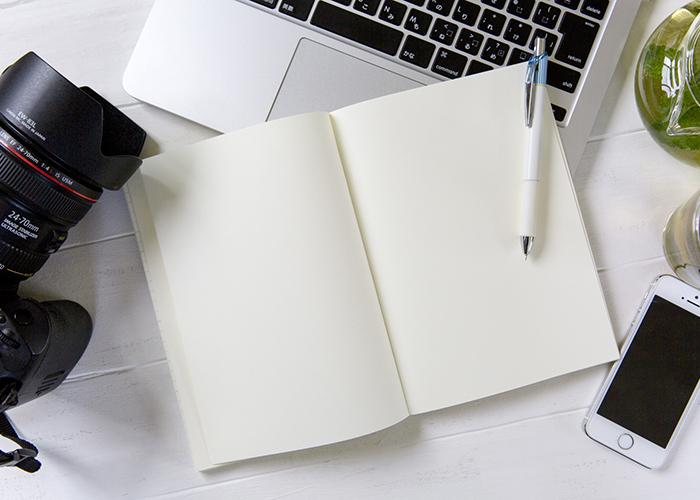文章や写真素材の準備はどちらが行うのですか?